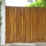Puerta en madera moderna