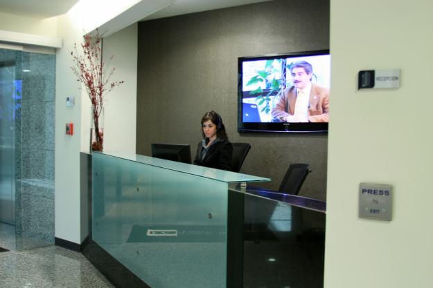 Recepci n comercial de empresas muebles de impacto empresas for Recepcion oficina moderna