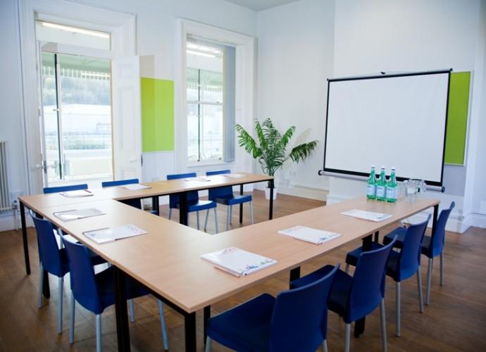 Sala de juntas muebles de oficina salas de juntas bogot for Sala de reuniones